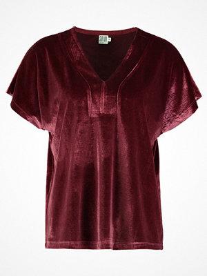 Saint Tropez V NECK Tshirt med tryck berry