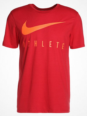Nike Performance DRY TEE ATHLETE Tshirt med tryck gym red/hyper crimson