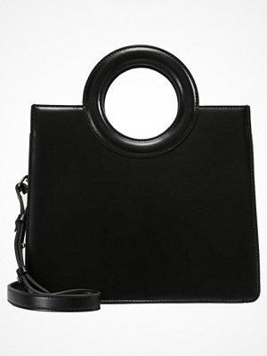 Topshop SHASTA CIRCLE HANDLE BOX TOTE Handväska black