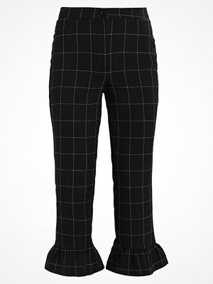 Miss Selfridge CHECK RUFFLE HEM TROUSER Tygbyxor black/white svarta rutiga