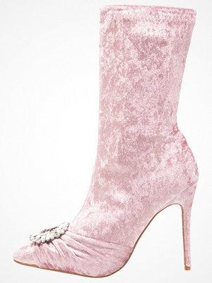 Public Desire DISTINCT Klassiska stövletter glitter pink