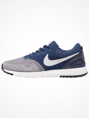 Nike Sportswear AIR VIBENNA SE Sneakers gunsmoke/vast grey/navy/hot punch/obsidian