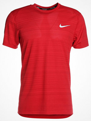 Nike Performance DRY MILER Tshirt med tryck gym red/heather/reflective silver