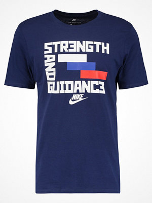 Nike Sportswear Tshirt med tryck binary blue/summit white