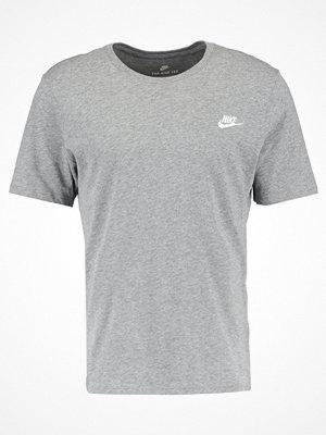 Nike Sportswear CLUB EMBROIDERY  Tshirt bas carbon heather / white