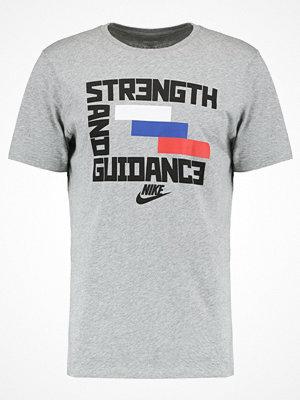 Nike Sportswear Tshirt med tryck grey heather/black
