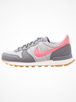 Nike Sportswear INTERNATIONALIST Sneakers gunsmoke/sea coral/atmosphere grey/sail/light brown