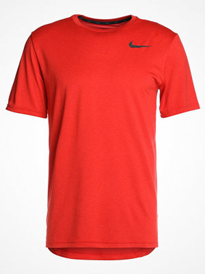 Nike Performance BREATHE HYPER DRY Tshirt bas habanero red/university red/black