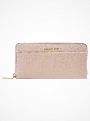 Plånböcker - MICHAEL Michael Kors MERCER POCKET Plånbok soft pink