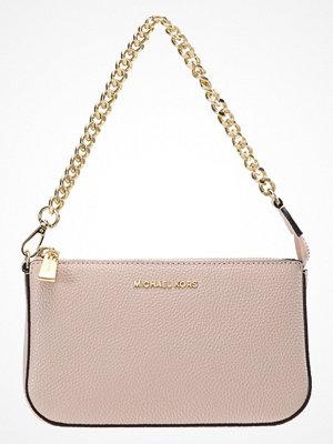 Handväskor - MICHAEL Michael Kors POUCHES CHAIN POUCHETTE Handväska soft pink