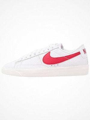 Nike Sportswear BLAZER LOW PRM Sneakers white/sail/speed red