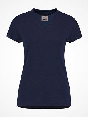 Karen by Simonsen DANDY V NECK Tshirt bas black iris