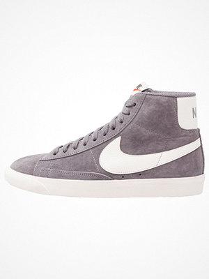 Nike Sportswear BLAZER MID VNTG SUEDE Höga sneakers gunsmoke/sail/black
