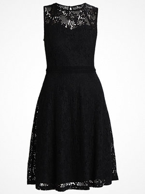 Dorothy Perkins FIT AND FLARE DRESS Cocktailklänning black