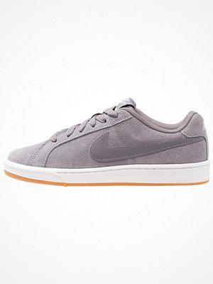 Nike Sportswear COURT ROYALE SUEDE Sneakers gunsmoke/light brown/particle rose