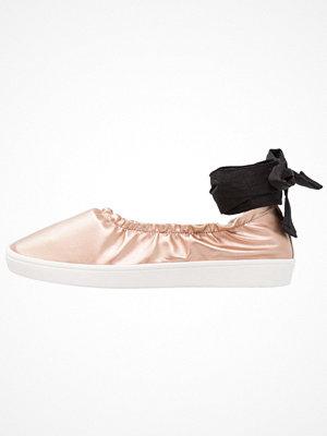 Even&Odd Ballerinas med remmar rose gold