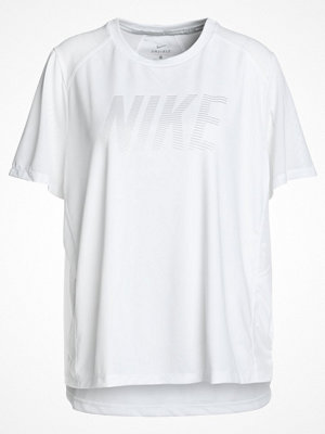 Nike Performance DRY MILER Tshirt med tryck white/atmosphere grey/silver