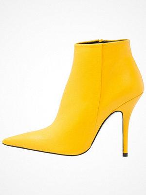 Boots & kängor - Topshop HEAT Klassiska stövletter yellow