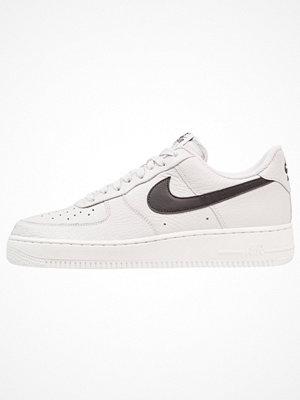 Sneakers & streetskor - Nike Sportswear AIR FORCE 1 07 Sneakers vast grey/black/summit white