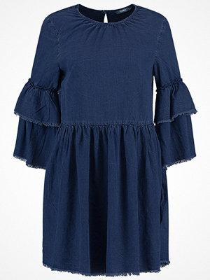 Only ONLFLYNN RAW EDGE DRESS Jeansklänning dark blue denim