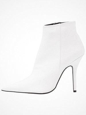 Boots & kängor - Topshop HEAT Klassiska stövletter white