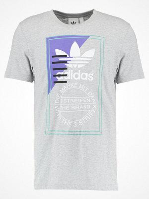 Adidas Originals TONGUE Tshirt med tryck mottled light grey