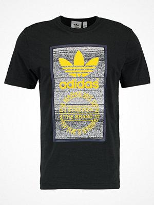 Adidas Originals TRACTION TONGUE Tshirt med tryck black
