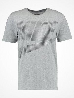 Nike Sportswear Tshirt med tryck dark grey heather/black