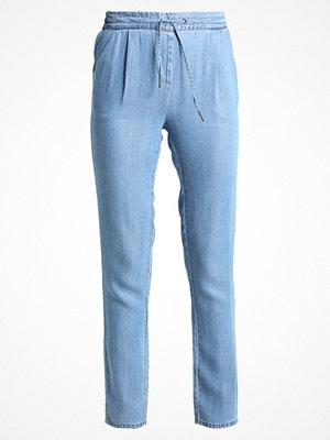 Vero Moda Tall VMRORY LOOSE PANTS Tygbyxor medium blue himmelsblå