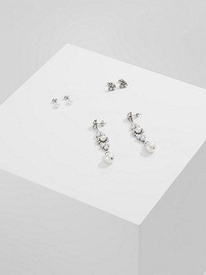 Vero Moda örhängen VMGINA EARSTUDS 3PACK Örhänge silvercoloured