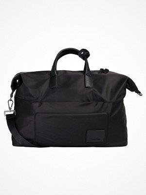 Väskor & bags - Calvin Klein TECH Weekendbag black
