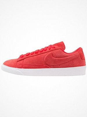 Nike Sportswear BLAZER LOW SD Sneakers speed red/white