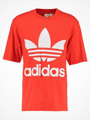 Adidas Originals ADICOLOR OVERSIZED TEE Tshirt med tryck hires red