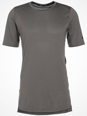 Nike Performance UTILITY Tshirt bas ridgerock/black