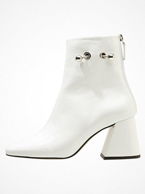 Topshop MIGHTY BOOT PATENT Stövletter white