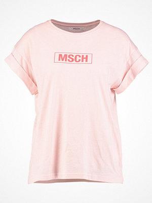 MOSS Copenhagen ALVA LOGO TEE Tshirt med tryck peachskin/cayenne
