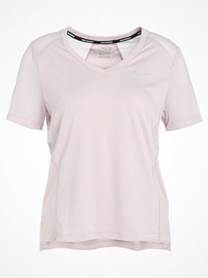 Nike Performance DRY MILER VNECK Tshirt bas particle rose/silver