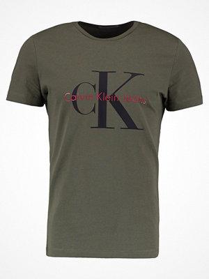 Calvin Klein Jeans TAMASY SLIM FIT TEE Tshirt med tryck grape leaf