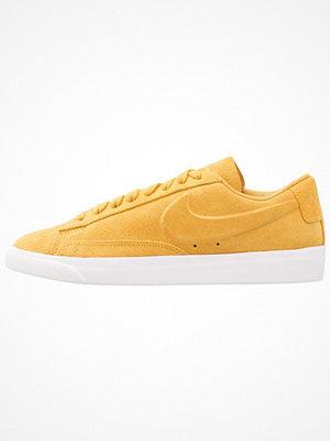 Nike Sportswear BLAZER LOW SD Sneakers mineral yellow/white