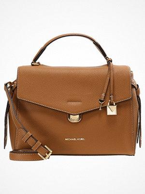 Handväskor - MICHAEL Michael Kors LENOX SATCHEL Handväska acorn