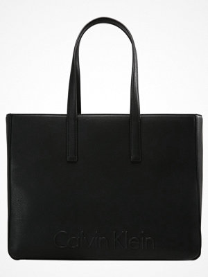 Calvin Klein svart shopper EDGE LARGE Shoppingväska black