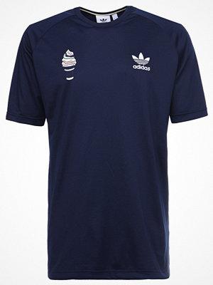 Adidas Originals FOOTBALL TEE Tshirt med tryck conavy
