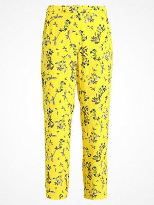NORR TIFFANY PANTS Tygbyxor yellow gula med tryck
