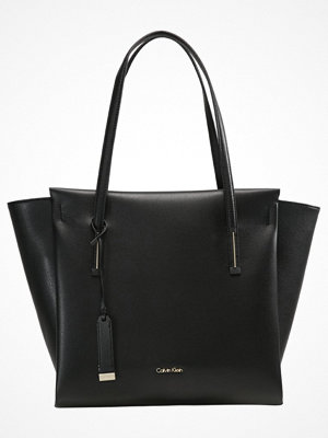 Calvin Klein svart shopper FRAME LARGE  Shoppingväska black