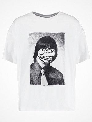 Cheap Monday SQUAD TEE PORTRAIT SKULL Tshirt med tryck white