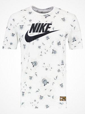 T-shirts - Nike Sportswear TEE Tshirt med tryck white/black