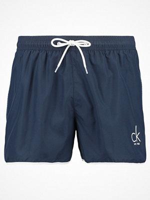 Badkläder - Calvin Klein Swimwear RUNNER Surfshorts blue shadow