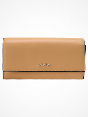 Calvin Klein COMPACT LARGE TRIFOLD Plånbok brown