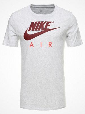 T-shirts - Nike Sportswear TEE AIR  Tshirt med tryck offwhite