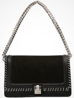 Topshop NEW CHAIN FLAP Handväska black
